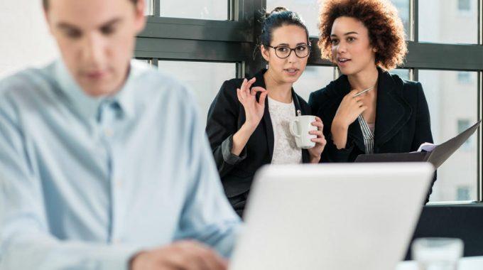 10 Sinais De Que Seus Colegas De Trabalho Sentem Inveja De Você – E Como Lidar Com A Situação