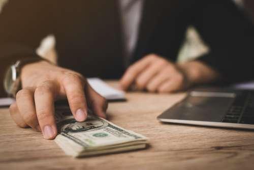Dólar R$4: Por Que A Moeda Está Subindo E Como Isso Te Afeta?